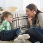 madre-hablando-con-su-hijo
